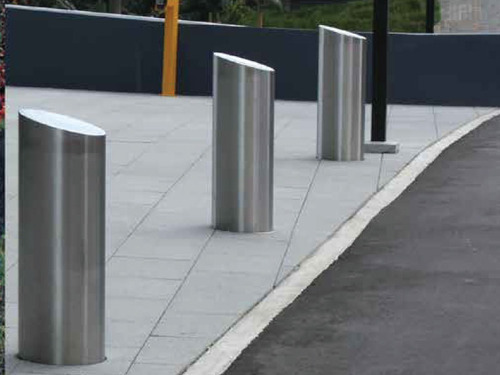 STEEL-BOLLARDS-SHELTER-STORE
